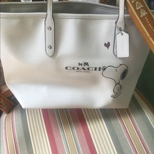 Limited edition Coach Snoopy zipper city tote